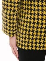 Żółty płaszcz ze skośnym suwakiem we wzór w pepitkę                                                                          zdj.                                                                         10
