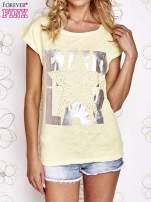 Żółty t-shirt z motywem gwiazdy i dżetami